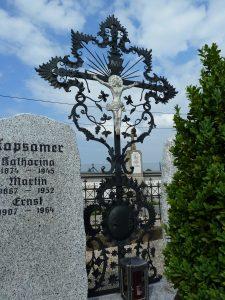 Restaurierung eines historischen Grabkreuzes