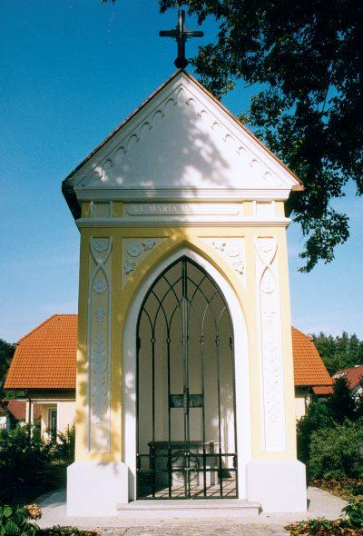 Geschmiedetes Eingangsgitter Fuer Kapelle