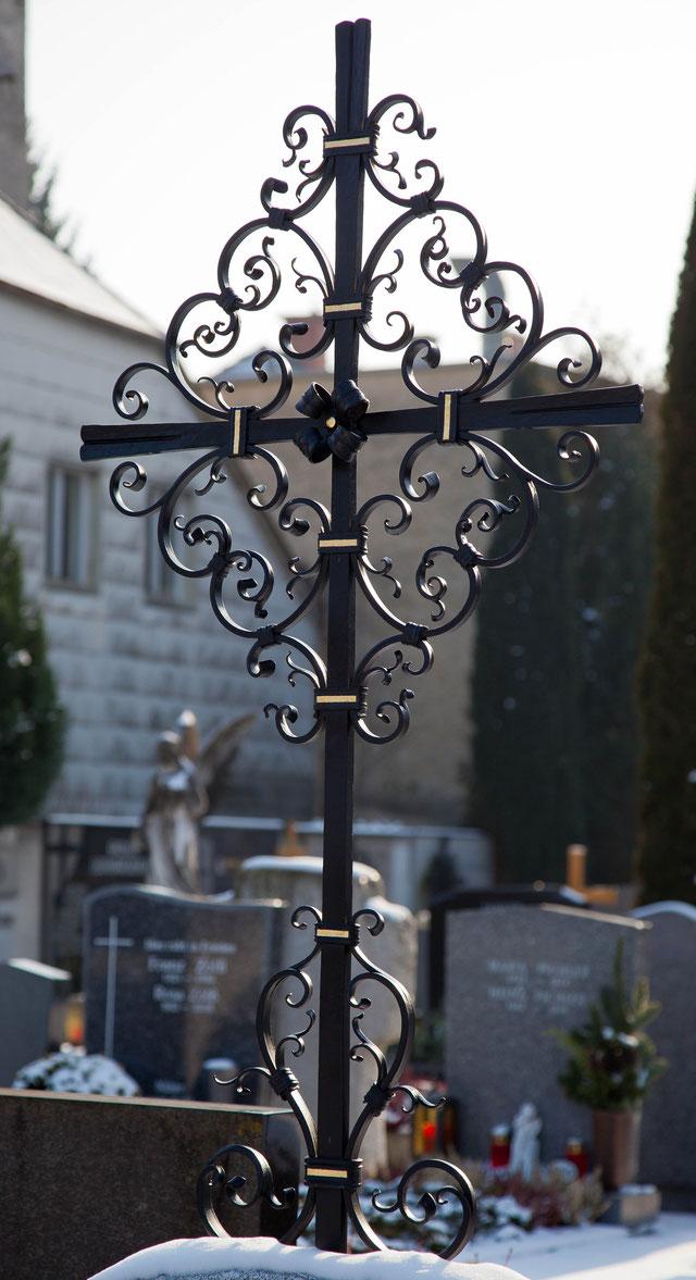 Handgeschmiedetest Grabkreuz